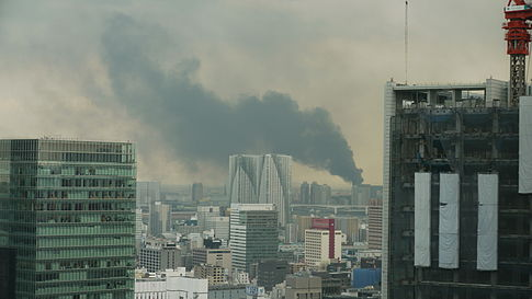 View of a fire in Odaiba following the earthquake. Image: Hikosaemon.