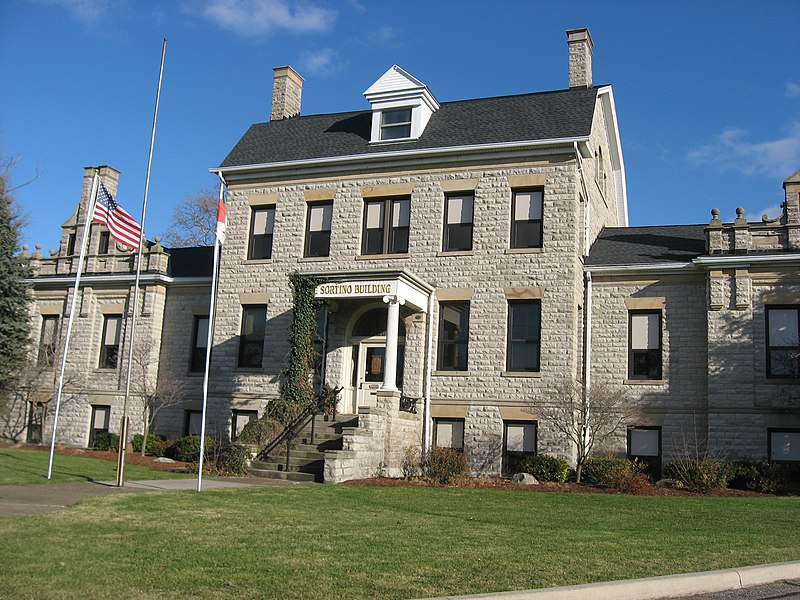 File:Old Erie County Office Building in Sandusky.jpg