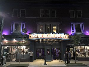 The Opera House (Toronto) - Image: Opera House Facade At Night