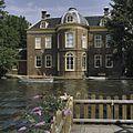 Overzicht achtergevel genomen vanaf de waterkant - Leiden - 20364372 - RCE.jpg