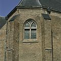 Overzicht van het venster in de zuidoostgevel, links naast de traptoren op de eerste verdieping van de sacristie - Culemborg - 20389169 - RCE.jpg