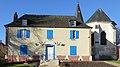 P1060088 Auchy-la-Montagne Mairie et choeur de l'église Saint-Eloi.JPG