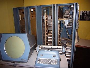 English: PDP-1 computer Русский: Компьютер PDP-1