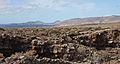 Paisaje volcánica con el volcán de la Corona desde la Cueva de los Verdes - Lanzarote - CV08.jpg