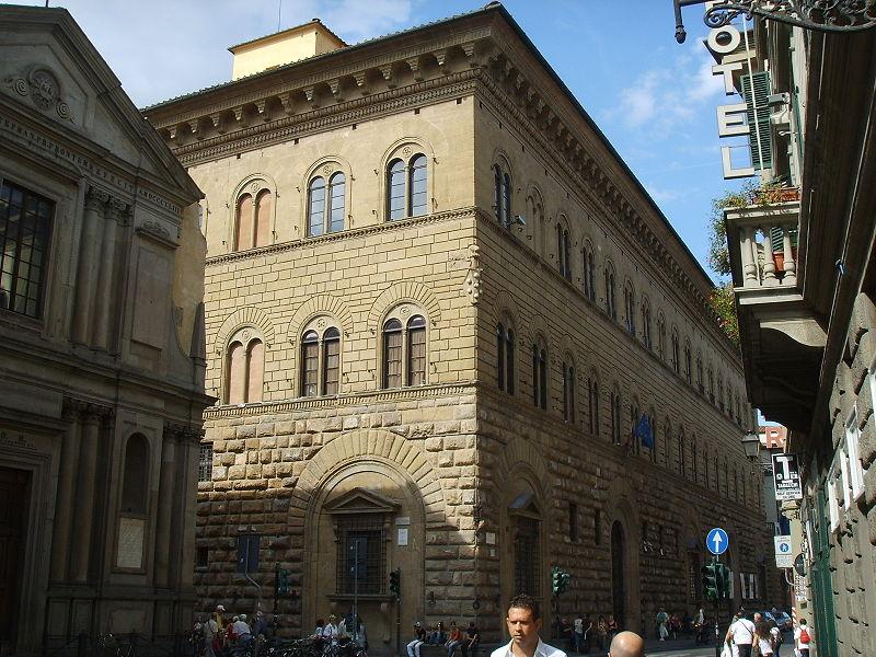 http://upload.wikimedia.org/wikipedia/commons/thumb/c/c3/Palazzo_medici_riccardi_33.JPG/800px-Palazzo_medici_riccardi_33.JPG