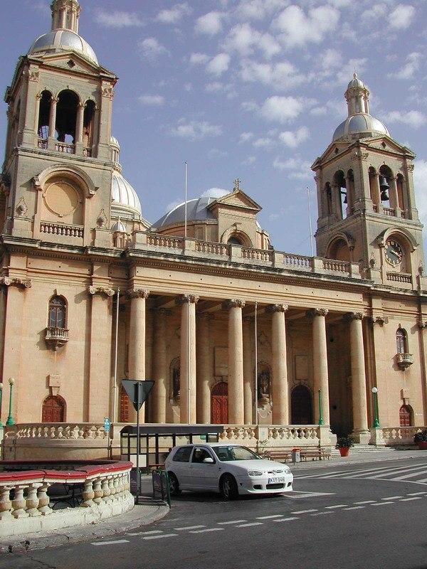 Paola-church