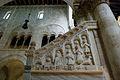 Parapetto scala ambone cattedrale bitonto.jpg