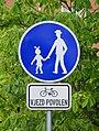 Pardubice, Dubina, stezka pro chodce, cyklistům vjezd povolen.jpg