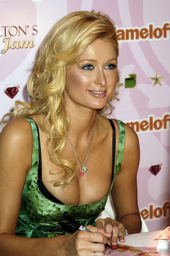 English: Paris Hilton promoting her cell-phone...