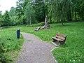 Park Javorka, Šárka, lavička a koš.jpg