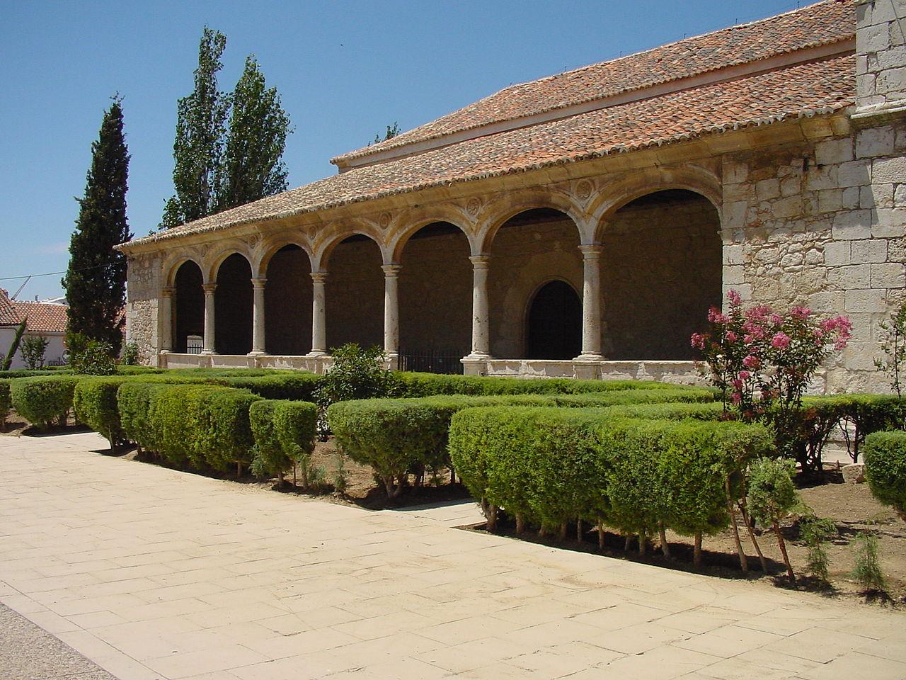 File patio con p rtico y arcos en torres de la - Piscina torres de la alameda ...