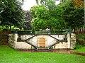 Perron et emplacement de fontaine à Arcueil.JPG