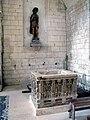 Picquigny église (fonts baptismaux et statue) 1.jpg