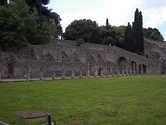 Pompeii gladiator barracks 3.jpg