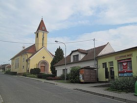 Popovice (UH), kostel.jpg
