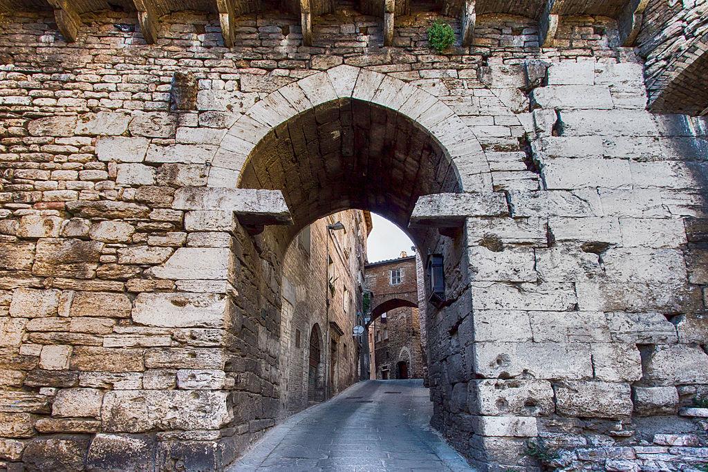 Porta Eburnea, etrusca. Foto de Cristianopelagracci