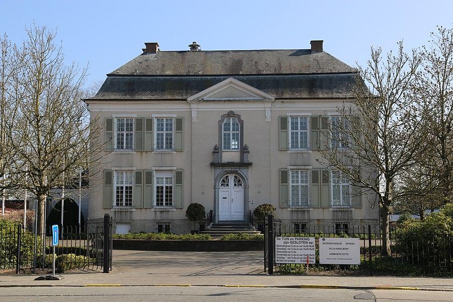 Putte, voormalig gemeentehuis, oorspronkelijk jachtslot uit 1748 in rococostijl