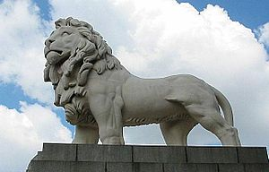 South Bank Lion - Image: Redlion