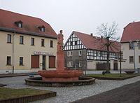 RegisHalbfaßbrunnen.JPG