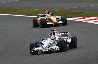 2008 Japanese Grand Prix - Robert Kubica leads from Fernando Alonso early in the race.