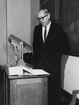Robert McKenzie (psephologist) - McKenzie lecturing in 1964