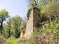 Ruine de la tour ouest, du château de Silley.jpg