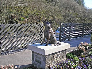 Garsdale railway station - Statue of Ruswarp at Garsdale Railway Station