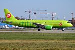 S7 Airlines, VQ-BRC, Airbus A320-214 (21178774519) (2).jpg