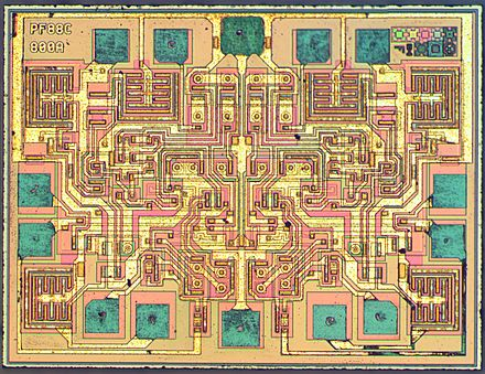 Die of a NE556 dual timer manufactured by STMicroelectronics. STM-NE556-HD.jpg