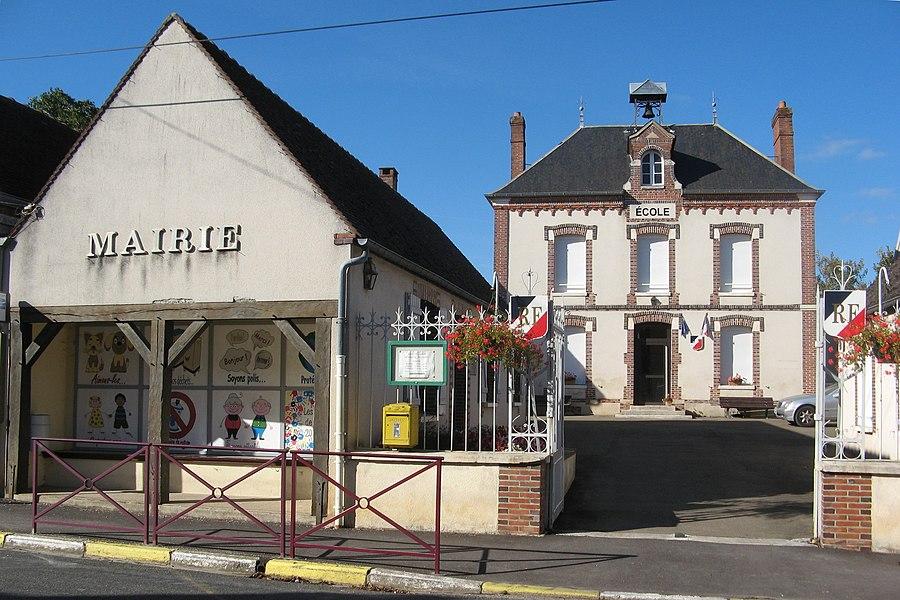 Saligny (Yonne): mairie et école