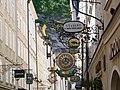Salzburg Getreidegasse Schilder.jpg