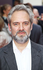 Sam Mendes di penayangan perdana musikal Charlie and the Chocolate Factory.