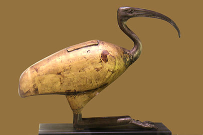 https://upload.wikimedia.org/wikipedia/commons/thumb/c/c3/Sarcophage_Ibis_-_Mus%C3%A9e_vieille_charit%C3%A9.jpg/405px-Sarcophage_Ibis_-_Mus%C3%A9e_vieille_charit%C3%A9.jpg