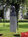 Schärding, Kurhaus der Barmherzigen Brüder, Kneipp-Denkmal.jpg