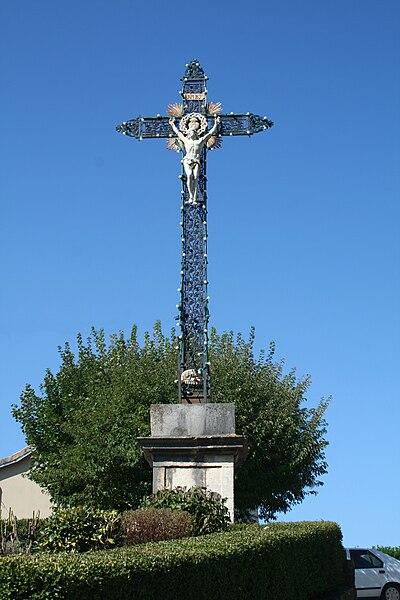 Sévérac-le-Château (Aveyron) - croix de la mission (1829). Cette croix a remplacé un calvaire de pierre.
