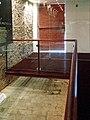 Sinagoga Kahal zur Israel, passarela sobre piso original.JPG