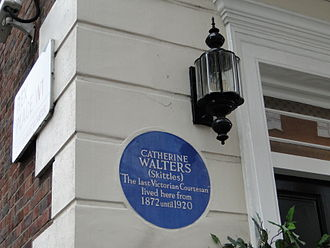 """Catherine Walters - Blue plaque to """"Skittles"""" in South Street, Mayfair"""