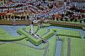St-Pieterspoort met avance La Rive en natte grachten, detail kopie Maquette van Maastricht, collectie Centre Céramique.JPG