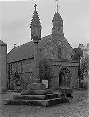 St Thomas Church & Cross, Monmouth