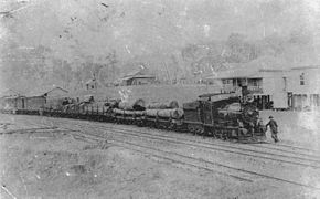 StateLibQld 1 111364 Train on the Beaudesert tramway halted at Rathdowney Station, 1912.jpg