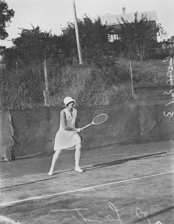 English: P. Lester playing tennis in Brisbane,...