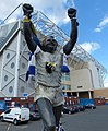 Statue of Billy Bremner (geograph 5973184).jpg
