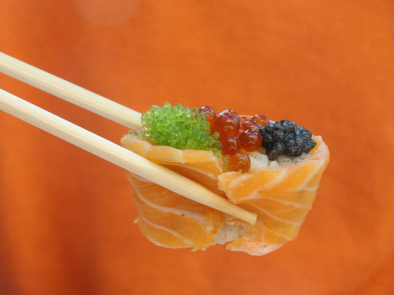 File sushi fish eggs moscow jpg wikimedia commons for Fish eggs on sushi