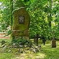 Swantow Kirchhof Kriegerdenkmal 02.jpg