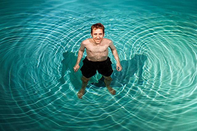Wellenerscheinungen in einem Schwimmbecken image source