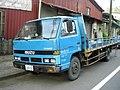 Taiwan Isuzu ELF Turbo 3.9 Diesel truck left-front.jpg