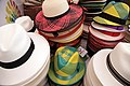 Tejido tradicional del sombreo de paja toquilla (8564076904).jpg