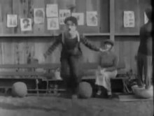 চিত্র:The Champion 1915 CHARLIE CHAPLIN EDNA PURVIANCE.webm
