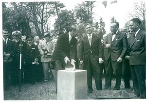 Airborne Museum (Sainte-Mère-Église) - Image: The laying of the first stone of the museum