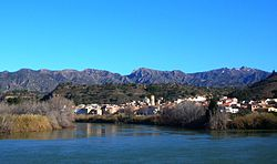 Tivenys over the Ebre river, the serra de Cardó mountain range in the background